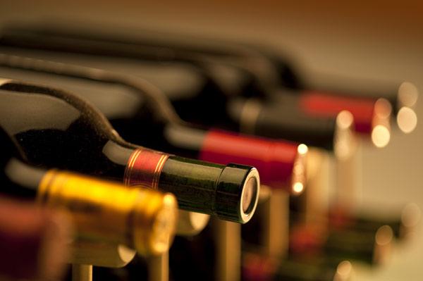 Η Κομισιόν καθυστερεί την έκθεση για την επισήμανση των ποτών