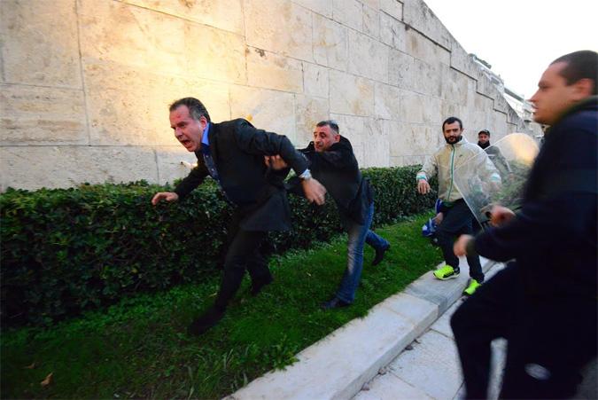 Θύμα ξυλοδαρμού έπεσε ο βουλευτής της ΝΔ Γιώργος Κουμουτσάκος (βίντεο)
