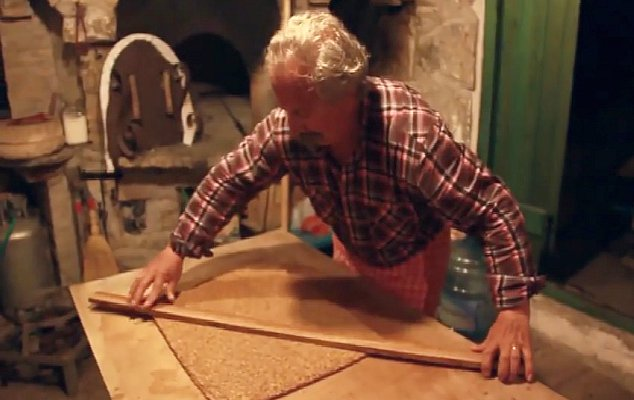 Η αυθεντική συνταγή για το Αμοργιανό παστέλι! (βίντεο)