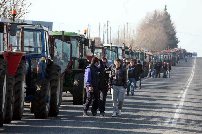 Έκλεισαν το δρόμο οι αγρότες στο Αργυροπούλι