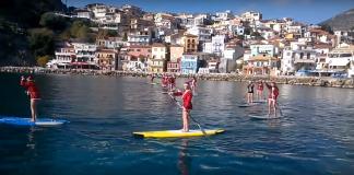 Πάργα: Οι Αγ. Βασίληδες έφθασαν με σανίδες του surf (βίντεο)