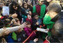 Πλημμύρισε από παιδικά χαμόγελα και χαρούμενες φωνές η πλατεία Ταχυδρομείου της Λάρισας το πρωί της Κυριακής 20/12