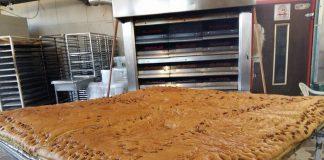 Χριστόψωμο 180 κιλών στη Χαλκιδική (βίντεο)