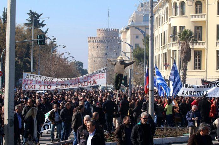 Κάθοδο με 30 τρακτέρ στο κέντρο της Θεσσαλονίκης προγραμματίζουν αύριο αγρότες από το μπλόκο Δερβενίου