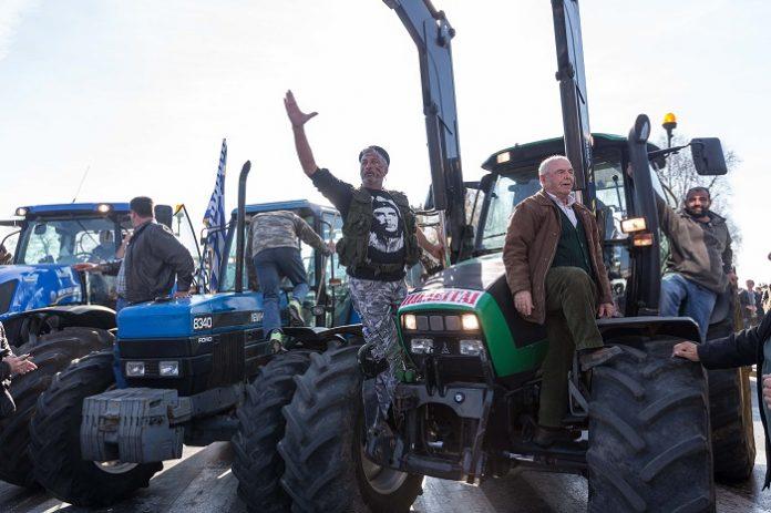 Ζεσταίνουν τα τρακτέρ ενόψει της Agrotica οι αγρότες