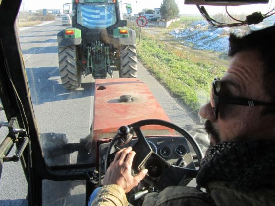 Πολλαπλασιάζονται τα μπλόκα αγροτών και κτηνοτρόφων σε κεντρική και δυτική Μακεδονία