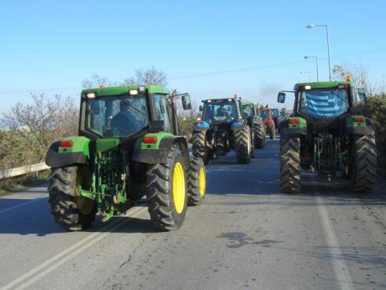 Κλιμάκωνουν τα μπλόκα οι αγρότες της Κεντρικής Μακεδονίας. Στάση αναμονής στη Δυτική Μακεδονία, ενόψει της συνάντησης στην Αθήνα