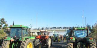 Κλιμακώνουν τον αγώνα τους με κλείσιμο δρόμων οι αγρότες