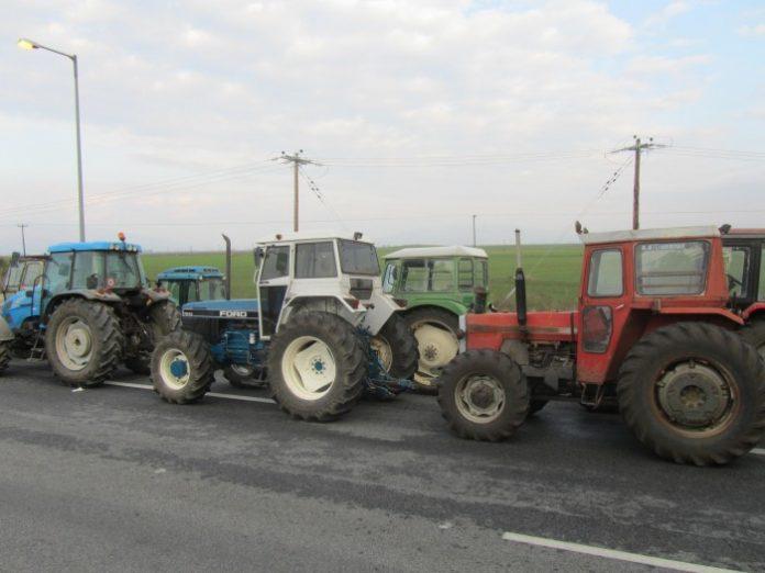 Πολύωροι αποκλεισμοί δρόμων από αγρότες στην Ήπειρο