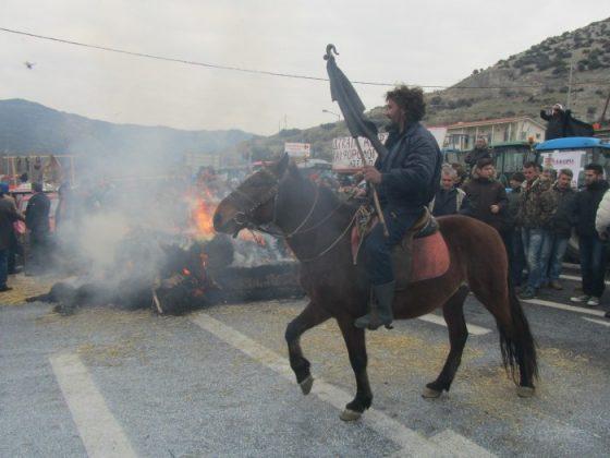 Αποστολή: Φωτορεπορτάζ και βίντεο από τα μπλόκα της Θεσσαλίας (Τέμπη – Νίκαια)