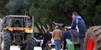 Συνεχίζουν τους αποκλεισμούς δρόμων, οι αγρότες της Αιτωλοακαρνανίας, της Αχαΐας και της Ηλείας