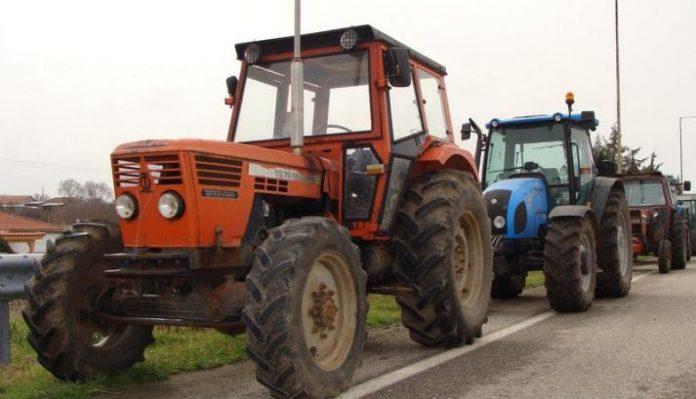 Με τρακτέρ στους δρόμους αγρότες σε Αχαΐα, Ηλεία και Αιτ/νία