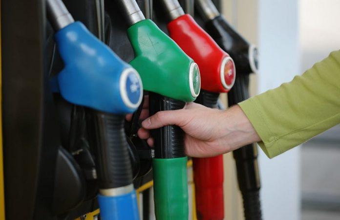 Αλεξιάδης: Καμία αύξηση στον ΕΦΚ στα καύσιμα