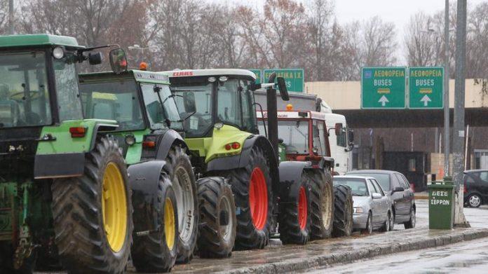 """Θέσεις """"μάχης"""" παίρνουν οι αγρότες"""