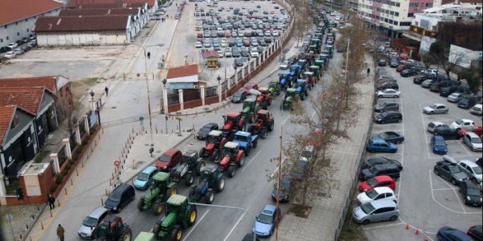 Συμβολικός αποκλεισμός του κόμβου των Μαλγάρων από τους αγρότες