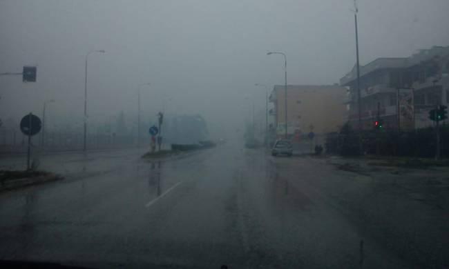 Βόλος: Πυκνή ομίχλη στην πρωτεύουσα της Μαγνησίας