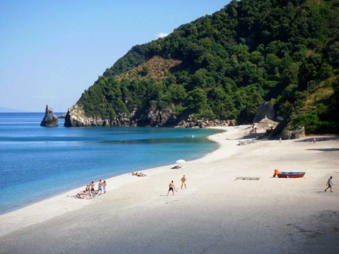 Λάρισα: Οι παραλίες της Θεσσαλίας αποκτούν «ταυτότητα» υδάτων κολύμβησης