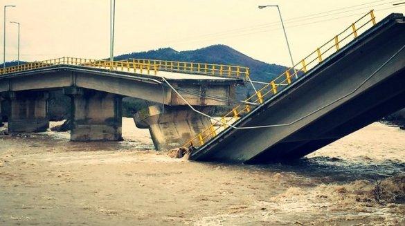 Κατέρρευσε η γέφυρα του Πηνειού στη Διάβα Καλαμπάκας