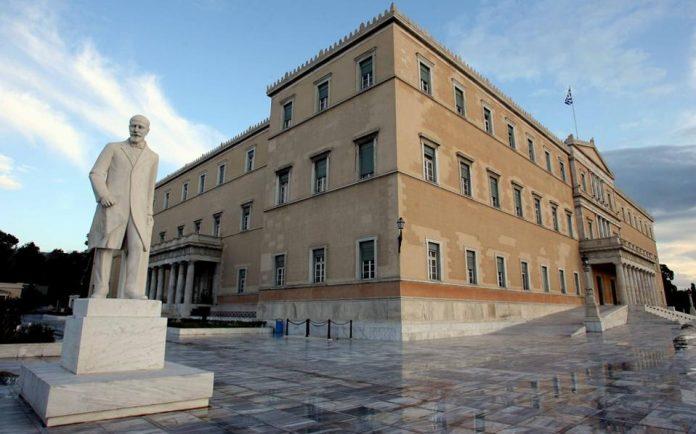 Σε φορτισμένο κλίμα η συνεδρίαση για τις διευρωπαϊκές συμφωνίες – Πυρά από την αντιπολίτευση κατά Αποστόλου