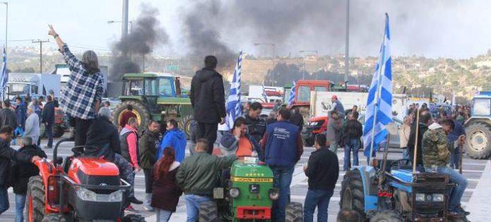 Αγρότες εγκλώβισαν βουλευτές του ΣΥΡΙΖΑ στην Αλεξανδρούπολη
