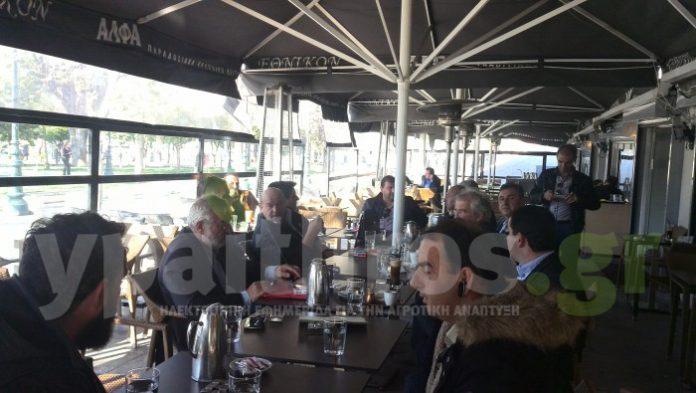 ΑΠΟΚΛΕΙΣΤΙΚΟ: Τελευταίες συζητήσεις στην πλατεία Συντάγματος πριν από τη συνάντηση με τον Τσίπρα (ΦΩΤΟΣ)
