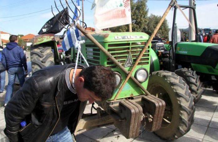 Συνεχίζουν με αποκλεισμούς εθνικών οδών οι αγρότες Αιτωλοακαρνανίας, Αχαΐας και Ηλείας