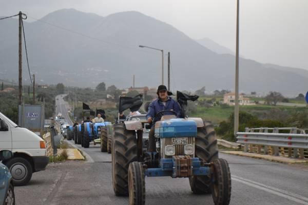 Ηλεία: Αγρότες απέκλεισαν την εθνική οδό Πατρών - Πύργου στο ύψος της Αμαλιάδας