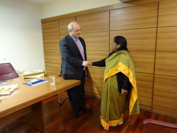 Συνάντηση Μπόλαρη με την πρέσβυ της Ινδίας