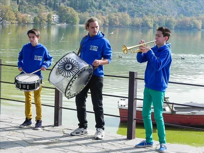 Τα Χάλκινα της Καστοριάς - Η πιο νεανική ορχήστρα στην Ελλάδα (video)