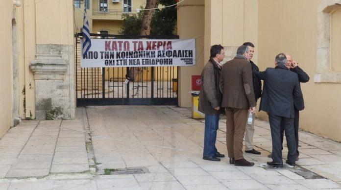 Χανιά: Κινητοποίηση των δικηγόρων έξω από το δικαστικό μέγαρο της πόλης