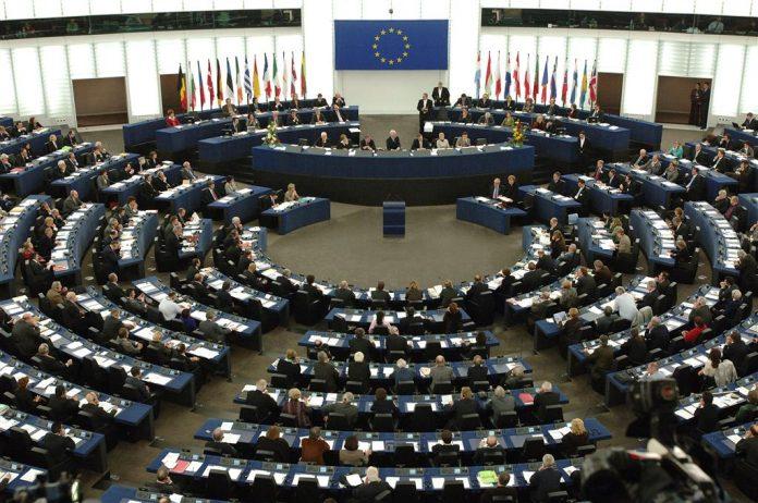 Ειδικά μέτρα για τα νησιά του Αιγαίου ζήτησαν από την επίτροπο Περιφερειακής Ανάπτυξης, Έλληνες ευρωβουλευτές
