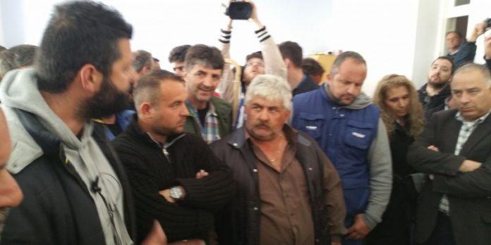 Κόρινθος: Αγρότες εισέβαλαν στα γραφεία του ΣΥΡΙΖΑ