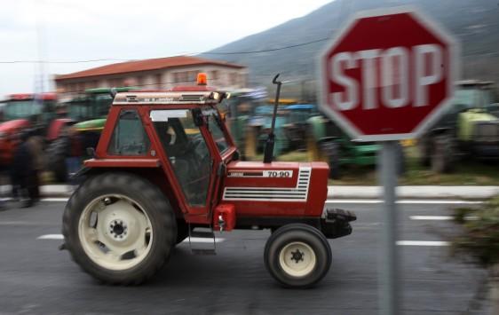 Σπάρτη: Αγρότες έχουν αποκλείσει το διοικητήριο της ΠΕ Λακωνίας