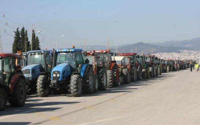 Με αποκλεισμούς δρόμων απαντούν αγρότες της Πελοποννήσου και της Αιτωλοακαρνανίας