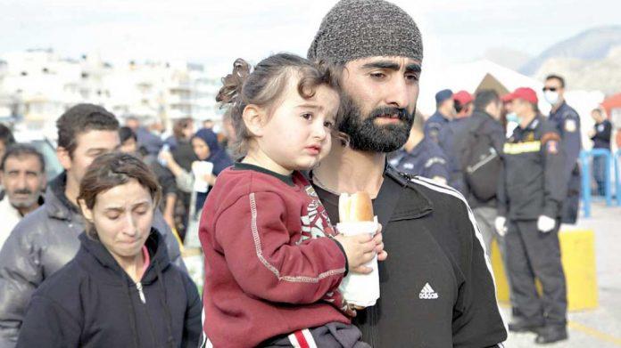Περισσότεροι από 500 πρόσφυγες ξεκίνησαν από τη Λαμία με τα πόδια με προορισμό τα σύνορα με τα Σκόπια