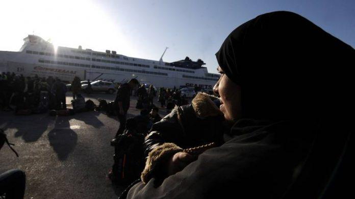 Σε ισχύ το σχέδιο επιβράδυνσης μετακίνησης των προσφύγων από τα νησιά