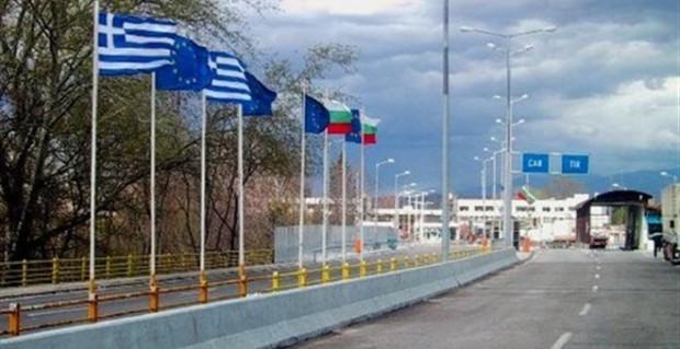 Με αντι-μπλόκο «απάντησαν» οδηγοί φορτηγών της Βουλγαρίας στα αγροτικά μπλόκα στον Έβρο
