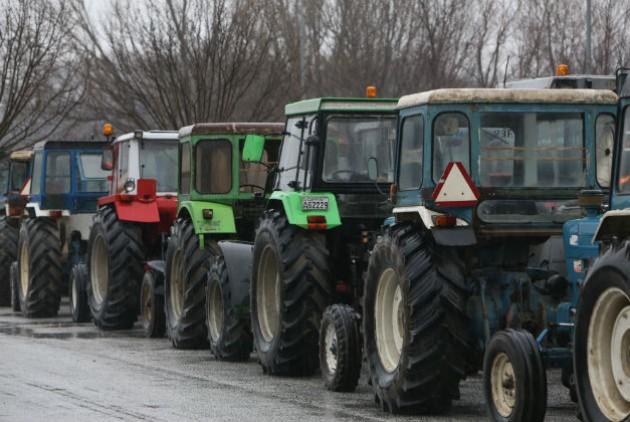 Ανυποχώρητοι οι αγρότες στη Μακεδονία