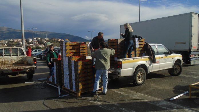 Πορτοκάλια στους μαθητές από το Δήμο Ζίτσας