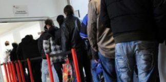 ΙΟΒΕ: Ανεργία και μισθοί πείνας διώχνουν τους πτυχιούχους από την Ελλάδα