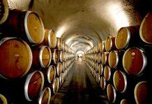 Ρακί και κρασί αγνώστου προέλευσης με σφραγίδα ελληνική