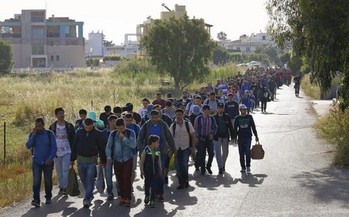 Εφθασαν στο Κουτσόχερο οι πρώτοι πρόσφυγες και μετανάστες από τον Πειραιά