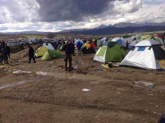 Το δράμα των προσφύγων στα χωράφια της Ειδομένης