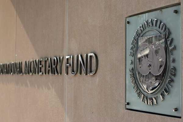 Φόρο σε περισσότερους αγρότες θέλει το ΔΝΤ
