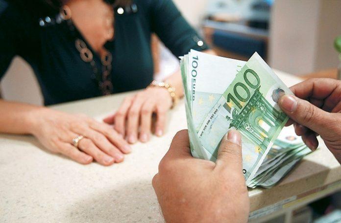 Από σήμερα στα ταμεία των τραπεζών για την εξισωτική