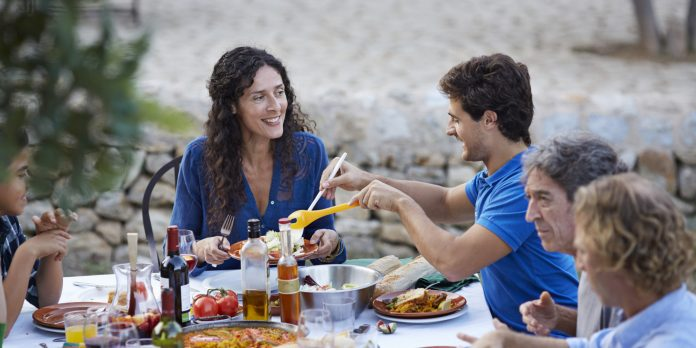Oι Έλληνες παραμένουν πιστοί στα όσπρια, στα φρούτα και τα λαχανικά