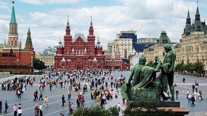 Η κρίση περιόρισε τους Ρώσους στα είδη διατροφής