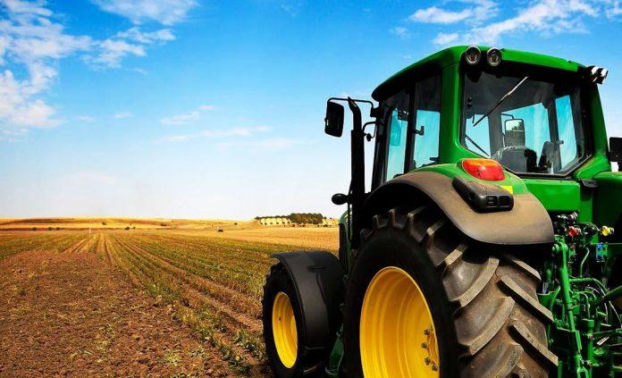 Σε φόρους και εισφορές το μισό εισόδημα των αγροτών