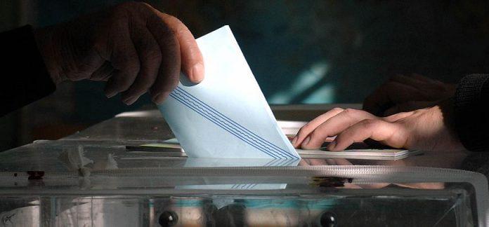 Απλή αναλογική και ψήφο στα 17 προτείνει ο ΣΥΡΙΖΑ
