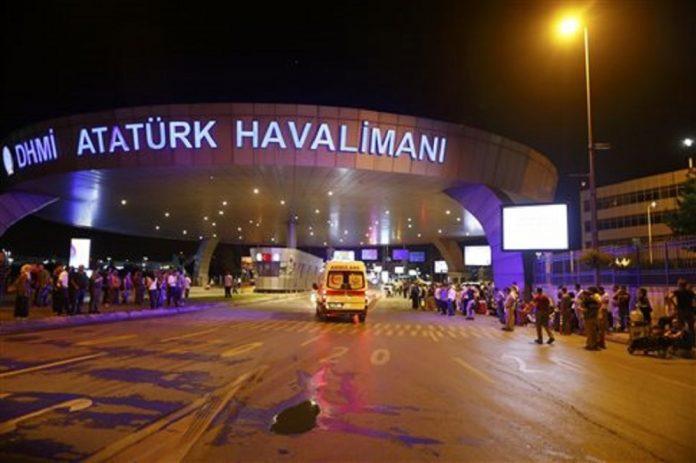Έκρηξη στο αεροδρόμιο Ατατούρκ της Κωνσταντινούπολης, πληροφορίες για θύματα